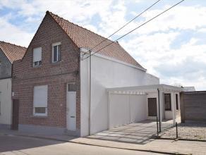 Comfortabele, gerenoveerde halfopen bebouwing op 460 m² grond met een dubbele carport en een pal-zuidgerichte tuin met uitweg langszij en achtera