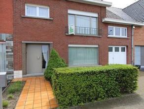 Deze woning is gelegen in de Iepersestraat 513 te Roeselare en bestaat uit: inkomhal - afzonderlijk toilet - living - keuken - kelder - terras - diepe