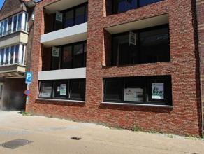 Nieuwbouwappartement op de 1ste verdieping, gelegen in het centrum van Roeselare op 150m van de Grote Markt. Dit appartement, volledig afgewerkt met k