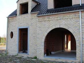 Afgewerkte wind- en waterdichte woning in klassieke materialen. Prijs vanaf 193.000 euro (excl. kosten registratie, notaris en BTW 21%). Volledige afw