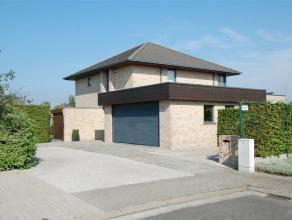 Eigentijdse, ruime villa op 1.040 m² in een kindvriendelijke en rustige woonomgeving. Mooie zuidgeoriënteerde tuin. Kwaliteitsvolle material