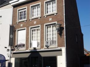 Karaktervolle woning in het centrum van Wingene, op een commercieel interessante locatie en met een prima verbinding naar o.m. E40 (via Beernem). De w