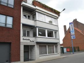 Lichtrijk en gerenoveerd appartement met terras, centrum Tielt, maar toch rustig gelegen. Appartement is gelegen op de 1ste verdieping en toegankelijk