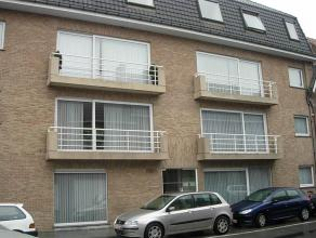 Instapklaar en goed onderhouden appartement in centrum Tielt met inkom, lichtrijke living, ingerichte keuken met aparte bergruimte, toilet, 2 slaapkam