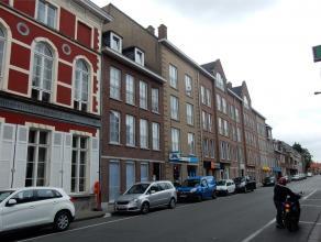 Verzorgd appartement in centrumstraat van Tielt en toch rustige ligging met uitzicht op het stadspark.Inkom met toilet, badkamer met ligbad en dubbel