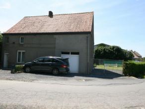 Rustig en landelijk gelegen woning bestaande uit: KELDER GELIJKVLOERS: - inkom - bureelruimte (gaskachel) - leefplaats (gaskachel) - keuken (gasbekken