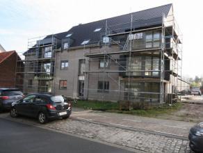 Nieuwbouw gelijkvloers appartement met ruim zonneterras, gelegen nabij het centrum van Tielt, bestaande uit: - inkom - toilet - ruime leefplaats - vol
