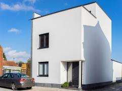 Prachtige moderne nieuwbouw HOB (BJ 2014) in massieve houtbouw (MI CASA) met garage (te bereiken via uitweg achteraan) en een perfect zuid gericht ter