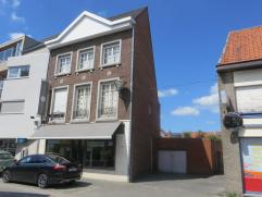Wingene:  Een handelspand + grote woonst (type herenwoning) met gezellig stadstuintje - terrasje - bbq huisje en tuinberging (aansluitend via deur g