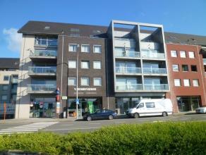 Ruim hedendaags appartement met garagebox nabij station te Tielt.                Bestaat uit:Inkomhal met apart gastentoilet, ruime leefruimte met vee