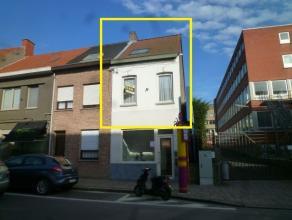 Instapklare studio-duplex in centrum Tielt.                Bestaat uit:Algemene inkomhal, zithoek, keuken (keramische kookplaat, dampkap en gootsteen)