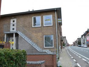 Volledig vernieuwd en lichtrijk appartement aan stadsrand Tielt. Bestaat uit:Inkomhal, ruime leefruimte met veel natuurlijk lichtinval en open keuken,
