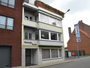 Lichtrijk en gerenoveerd appartement met terras, centrum Tielt. Appartement is gelegen op de 1ste verdieping en toegankelijk via lift of trap.Heel rec