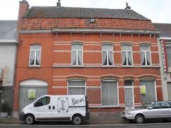 Volledig te renoveren statige burgerwoning op 272m².Ligging: Gelegen in het centrum van Wakken, op 10 min van Tielt en Waregem, station.La