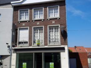 Herenhuis met gelijkvloers handelspand (ev. leefruimte) op 196m²Ligging: Deze karaktervolle woning is gelegen in het volle centrum van Wingene. C