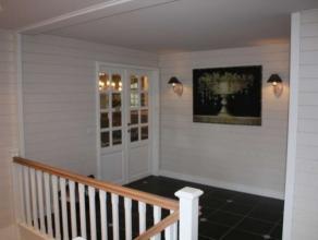 Woning gelegen op de eerste verdieping met terras en op gelijkvloers garage, bureau en tuin. Prachtige woning volledig ingericht in cottage stijl. All