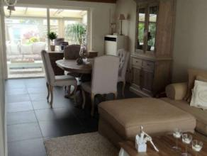 Prachtig ingerichte woning ( landelijke stijl ) met 3 slaapkamers, veranda, tuin en garage. Volledig geschilderd met inbouw spotverlichting, ingebouwd