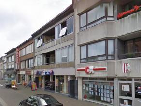 2-slaapkamerappartement gelegen op de Grote Markt te Zelzate, vlakbij alle winkeltjes en belangrijke invalswegen. Het appartement gelegen op de tweede