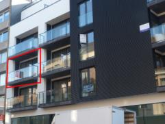 Dit nieuwbouwappartement gelegen in centrum Deinze is gelegen op de 2de verdieping.Dit ruime,lichtrijke appartement omvat inkomhal met apart toilet, l