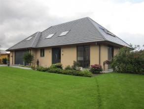 In Olsene vinden we in een rustige verkaveling deze prachtige villa. Deze villa is gelegen nabij invalswegen en autosnelweg.Op het gelijkvloers omvat