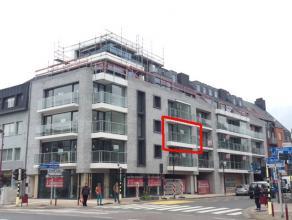 In het centrum van Deinze bevindt zich op de 2de verdieping van Residentie Donsa dit luxueuze 2-slaapkamerappartement.Dit appartement omvat een inkomh