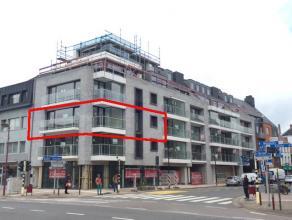 In het centrum van Deinze bevindt zich op de 2de verdieping van Residentie Donsa dit luxueuze hoekappartement van 103m².Dit appartement omvat een