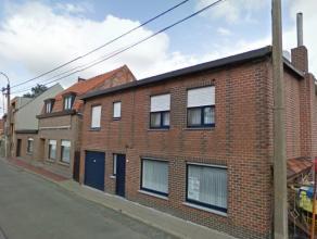 Deze ruime woning is gelegen in een rustige straat te Assenede, vlak bij de grens met Nederland, op een boogscheut van het centrum van Sas Van Gent.De