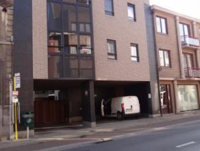 In het centrum van Deinze bevindt zich, op de 1ste verdieping, dit recente appartement met 2 slaapkamers. Winkels, scholen, station, ... op wandelafst