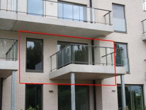 In Residentie IBIS, gelegen langs de Leie, bevindt zich op de 1ste verdieping, dit nieuwbouwappartement. Dit appartement is gelegen op wandelafstand v