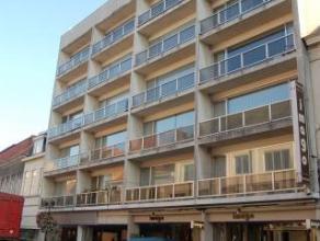 Pal in het centrum van Deinze vinden we dit 2-slaapkamerappartement gelegen op de eerste verdieping van Residentie Rubens-Van Eyck.Het appartement omv