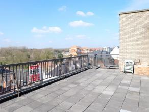 Dit 1-slaapkamerappartement is gelegen pal in het centrum van Deinze. Winkels, scholen en openbaar vervoer in de onmiddellijke omgeving. Vlotte verbin