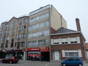 Pal in het centrum van Deinze bevindt zich dit 2-slaapkamerappartement op de 2de verdieping. Winkels, scholen, ... in de onmiddellijke omgeving. Vlott