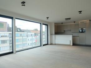 In het centrum van Deinze bevindt zich op de derde verdieping van Residentie Donsa dit nieuwbouwappartement. Winkels, scholen, openbaar vervoer, ... i