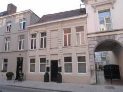 Smaakvol ingerichte en authentieke woning met alle modern comfort in centrum Kortrijk.Eventueel geschikt om wonen & werken te combineren (afzonder