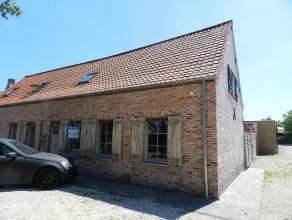 Prachtige afgewerkte cottage woning, bestaande uit : aparte inkom met gastentoilet, gezellige living in één deel van 30m², ingerich