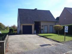 Deze villa treffen we aan in het prachtige Everbeek een deelgemeente van Brakel.  Gelegen in een rustige straat met een prachtig vergezicht vanop de z
