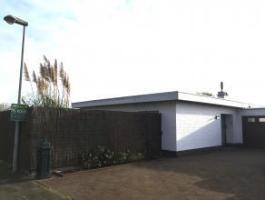 Volledig gelijkvloerse woning type halfopen bebouwing (gekoppeld via de garage) op 559 m². Een aantal structurele verbouwingen werden de voorbije