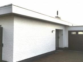 Volledig gelijkvloerse woning type half open bebouwing (gekoppeld via de garage) op 559 m². Een aantal structurele verbouwingen werden de voorbij