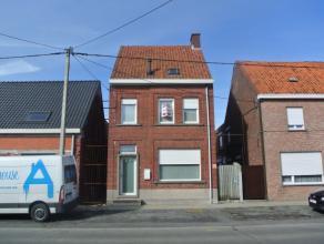 Mooie ruimewoning nabij het centrum van Beveren te huur.Op wandelafstand van de woning bevinden zich een schooltje, bakkerij,slagerij, apo