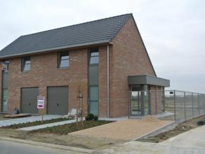Deze moderne mooi ingerichte nieuwbouwwoning is te huur in ons nieuwbouwproject 'Maria's Linde'. De woning is dicht gelegen bij de Rijksweg (vlotte ve