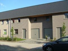 Deze woning bevindt zich inhetcentrum vanRumbeke.Woning voorzien van :- Lichtrijke woonkamer- Ingerichte keuken- 3 slaapkamers- Badk