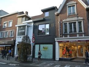 Handelspand op zeer centrale ligging in één van de winkelstraten van Roeselare.Pand bestaande uit:- handelsruimte van ca. 100 m²- a