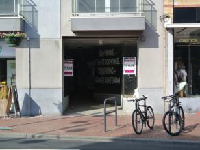 Zeer ruime winkelruimte te huur op topligging in het centrum van Roeselare op een boogscheut van de Grote Markt!Dit pand omvat:- 215 m² winkelrui