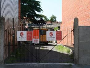 Loods te huur in centrum Roeselare Onmiddelijk vrij Huurprijs: euro 300/ maand