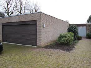keer terug ROESELARE - Ruime woning met zwembad te Roeselare Omschrijving Mooie lichtrijke woning, gelegen nabij centrum Roeselare. Alle ruimt