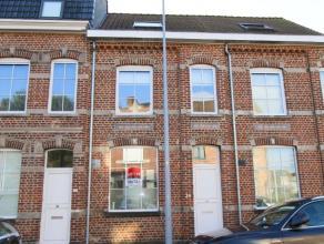 keer terug ROESELARE - Volledig gerenoveerde woning Omschrijving Deze hippe, instapklare woning met charmante gevel werd in 2011 volledig gere