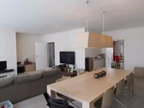 Wij bieden u dit ruime 3-slpk appartement, gelegen op de derde verdieping van een (rustig) kleinschalig gebouw in het centrum van Roeselare en op slec