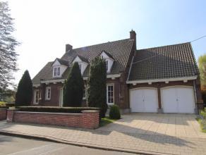 Deze statige woning is rustig gelegen op het Motje, op slechts enkele minuten van het stadscentrum. De woning is onmiddellijk beschikbaar en omvat op