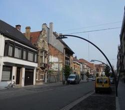 Ruime centraal gelegen BURGERWONING met zuid/westgerichte tuin & garage. Op wandelafstand van Grote Markt, winkel, scholen, ... .