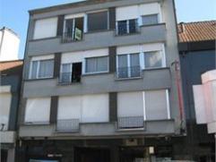 Centraal gelegen 2 slaapkamer appartement op de derde verdieping. Op wandelafstand van Grote Markt. Openbare overdekte parking aan de overzijde van de